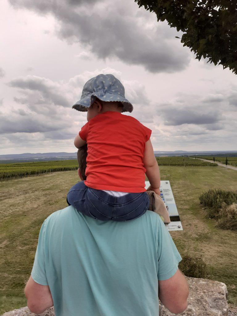 Räubermaus auf Papas Schultern